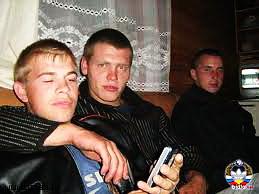 porno-za-butilku-piva-trahnuli-shest-chelovek-plach